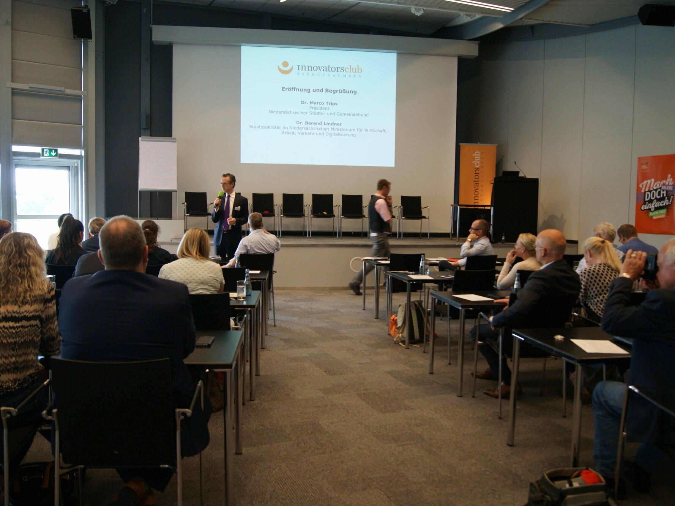 Veranstaltung innovatorsclub - Tagungsraum mit Teilnehmern