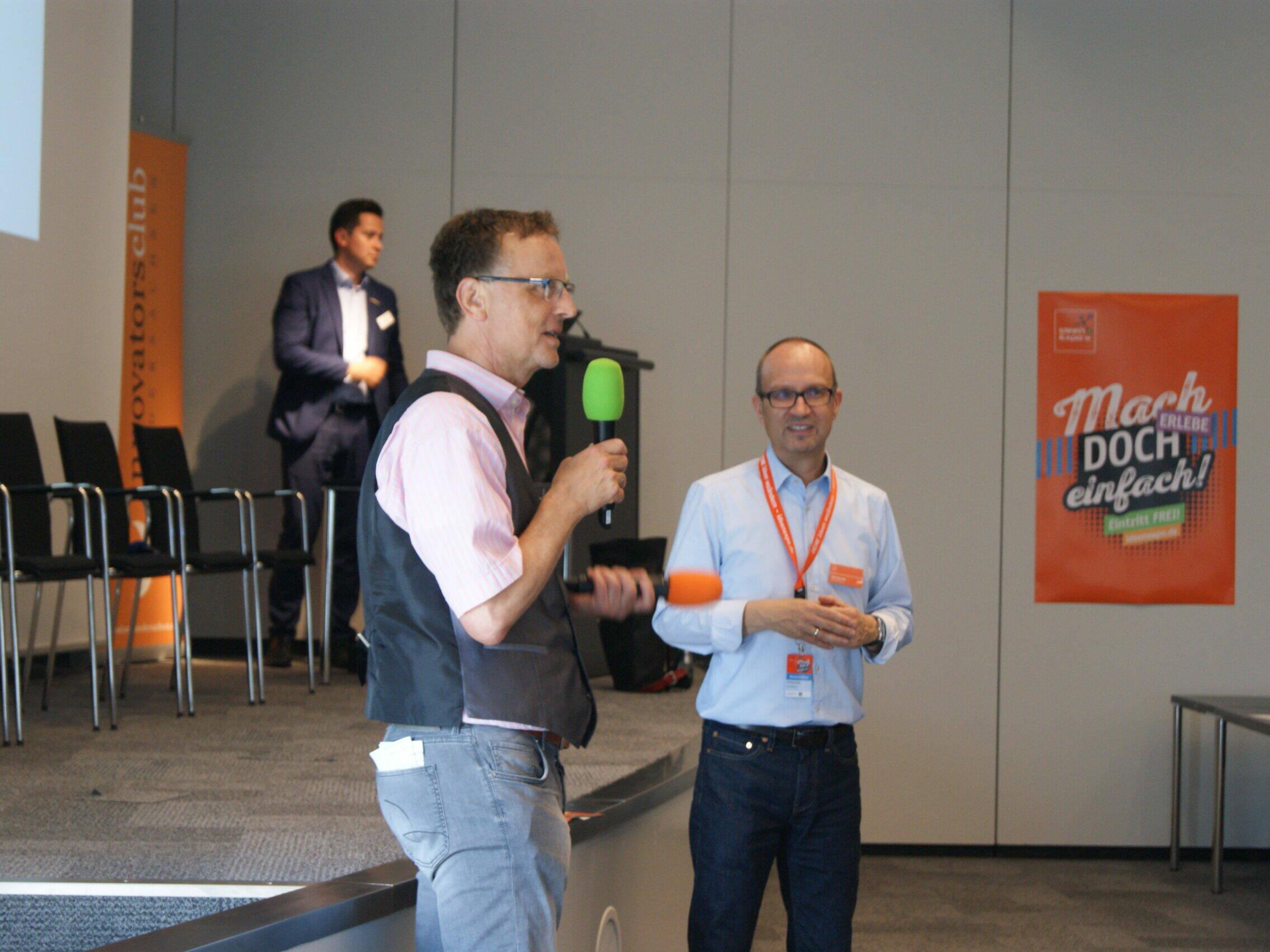 Veranstaltung innovatorsclub - 2 Redner bei Vortrag